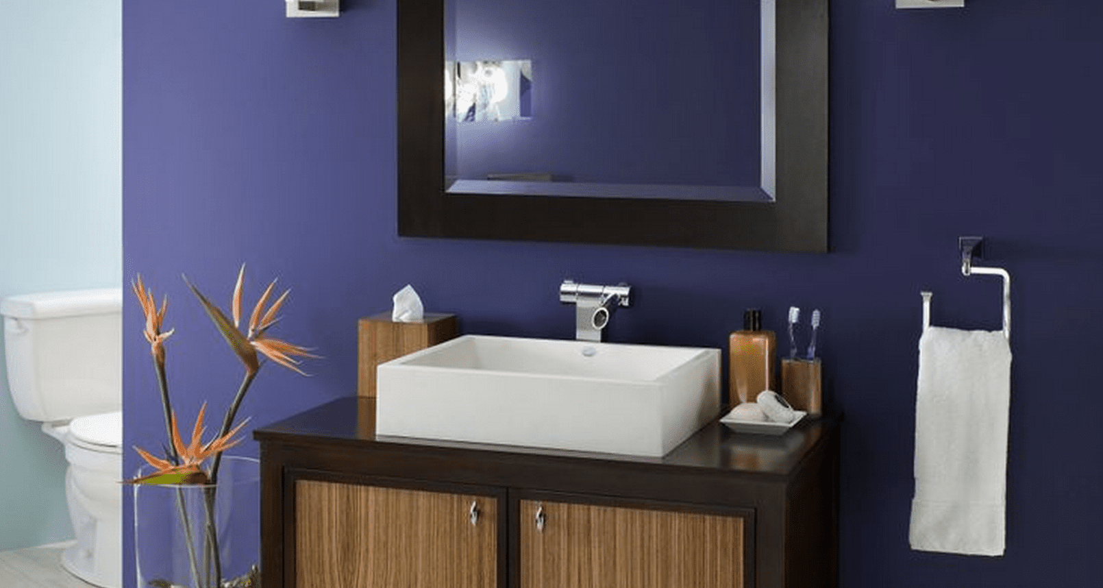 The best paint colors for a small bathroom for Best paint to use in bathroom