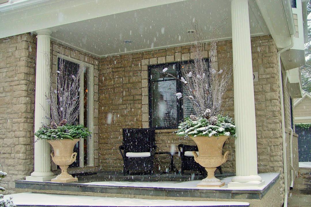 Pretty-Greenery-Winter-Porch