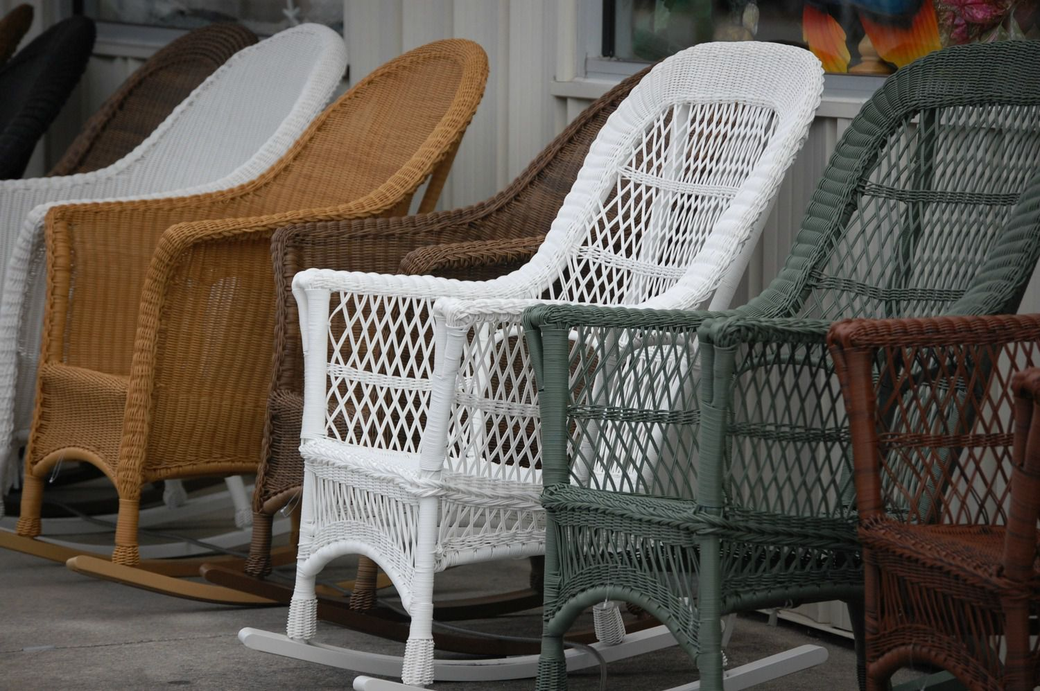 Painting Resin Wicker Furniture
