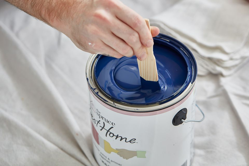 Mixing can of paint