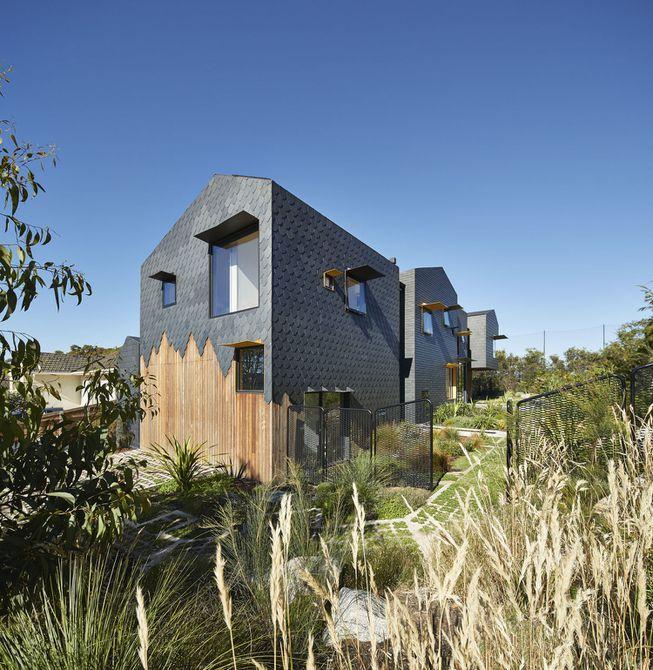 Casa ecológica con revestimiento de escala