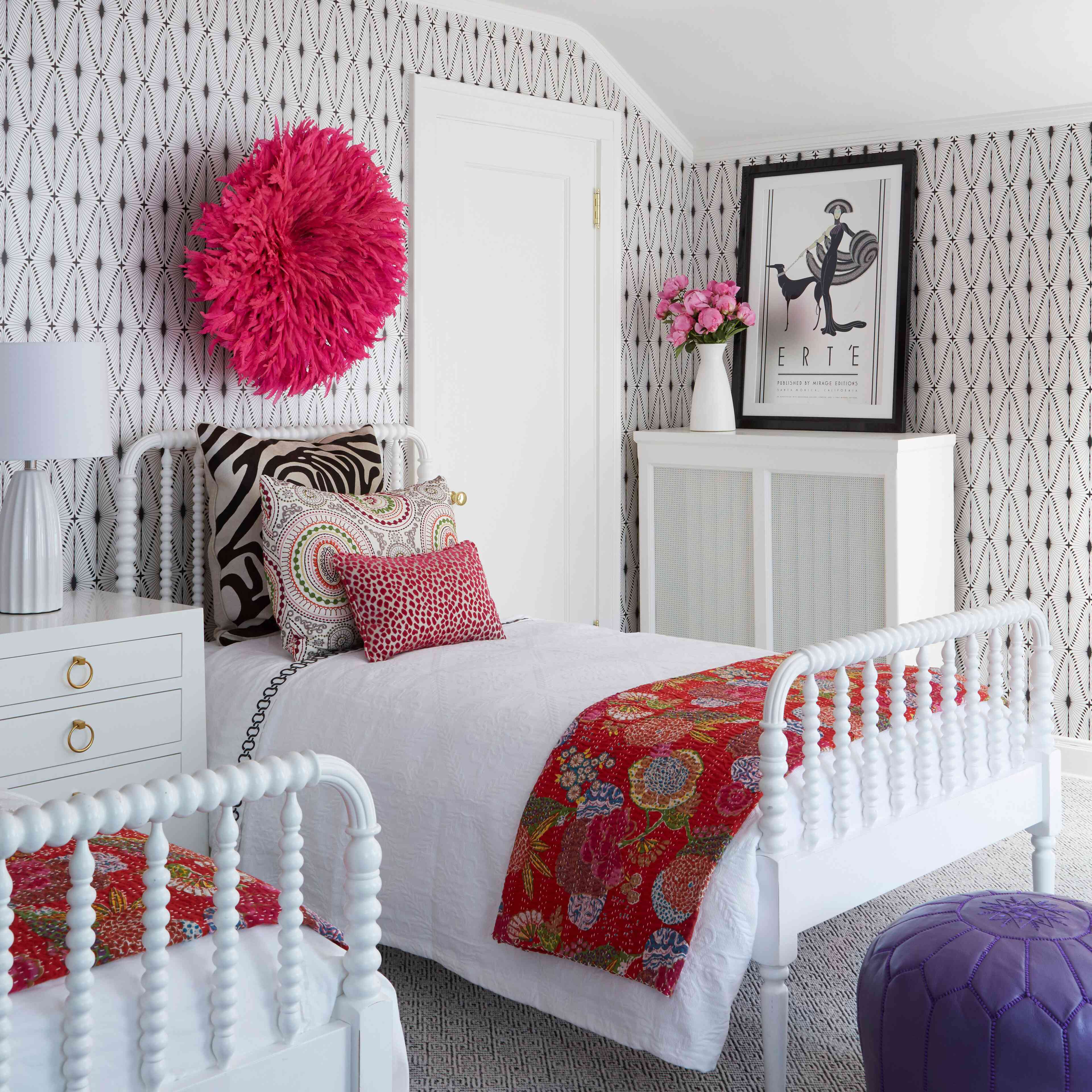 Small bedroom with two twin beds