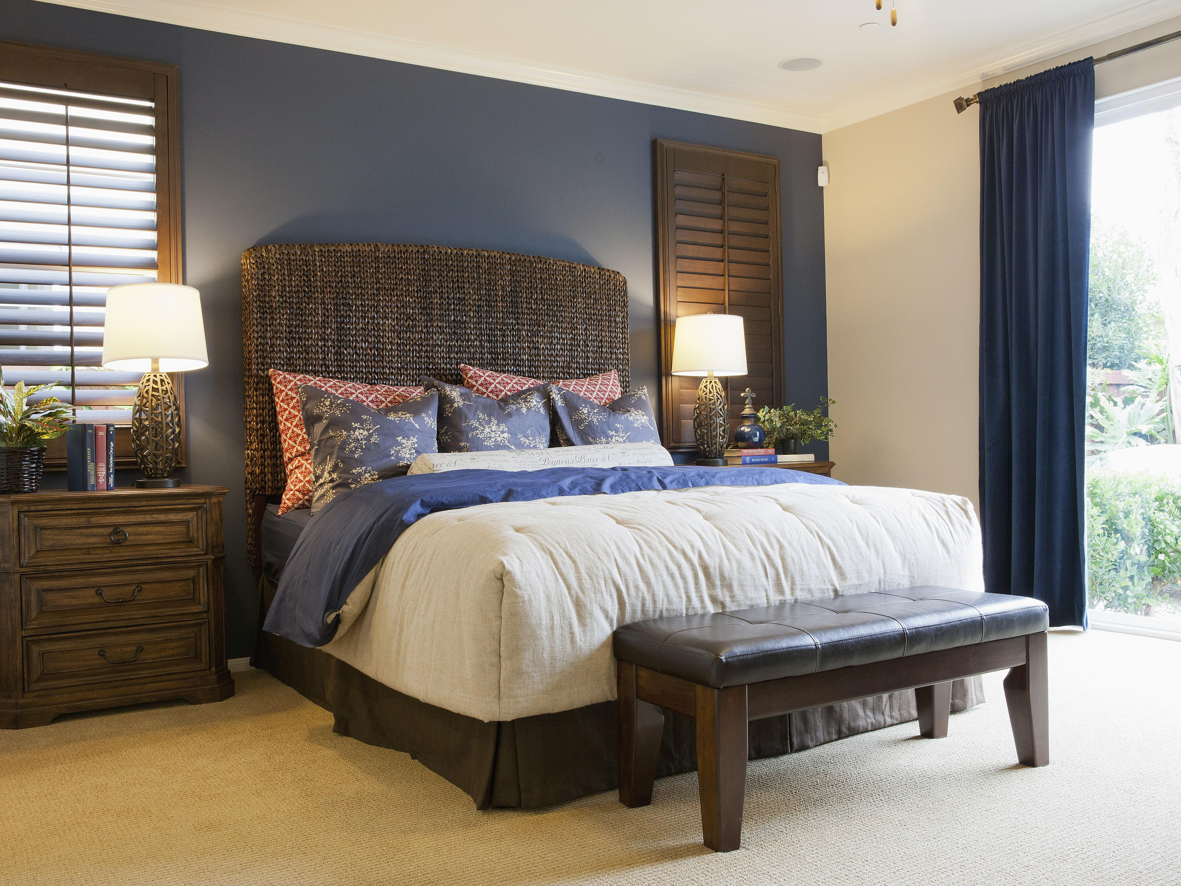 How to Choose an Accent Wall and Color in a Bedroom