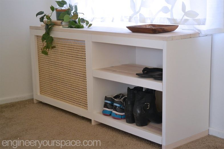 estante para zapatos que cubre un radiador