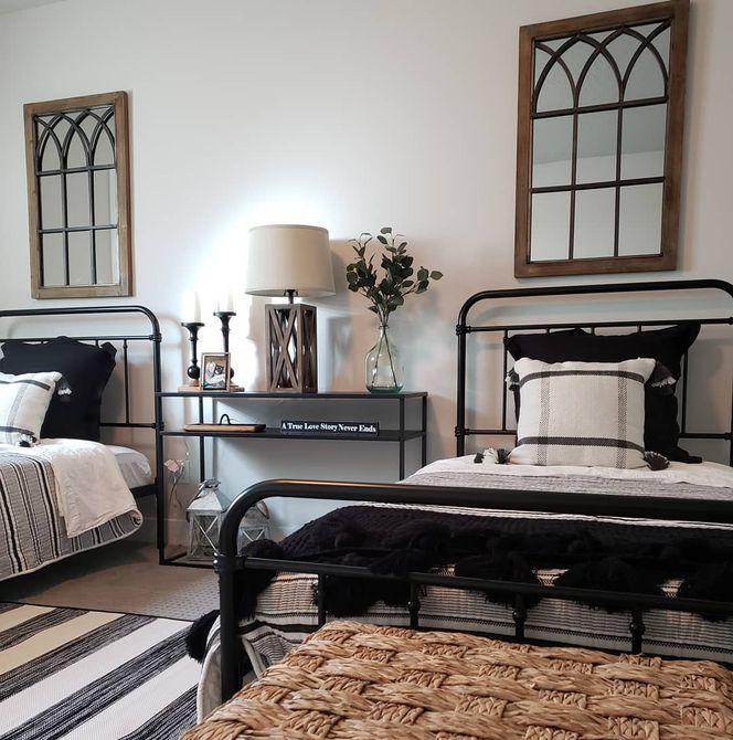 Habitación rústica con dos camas