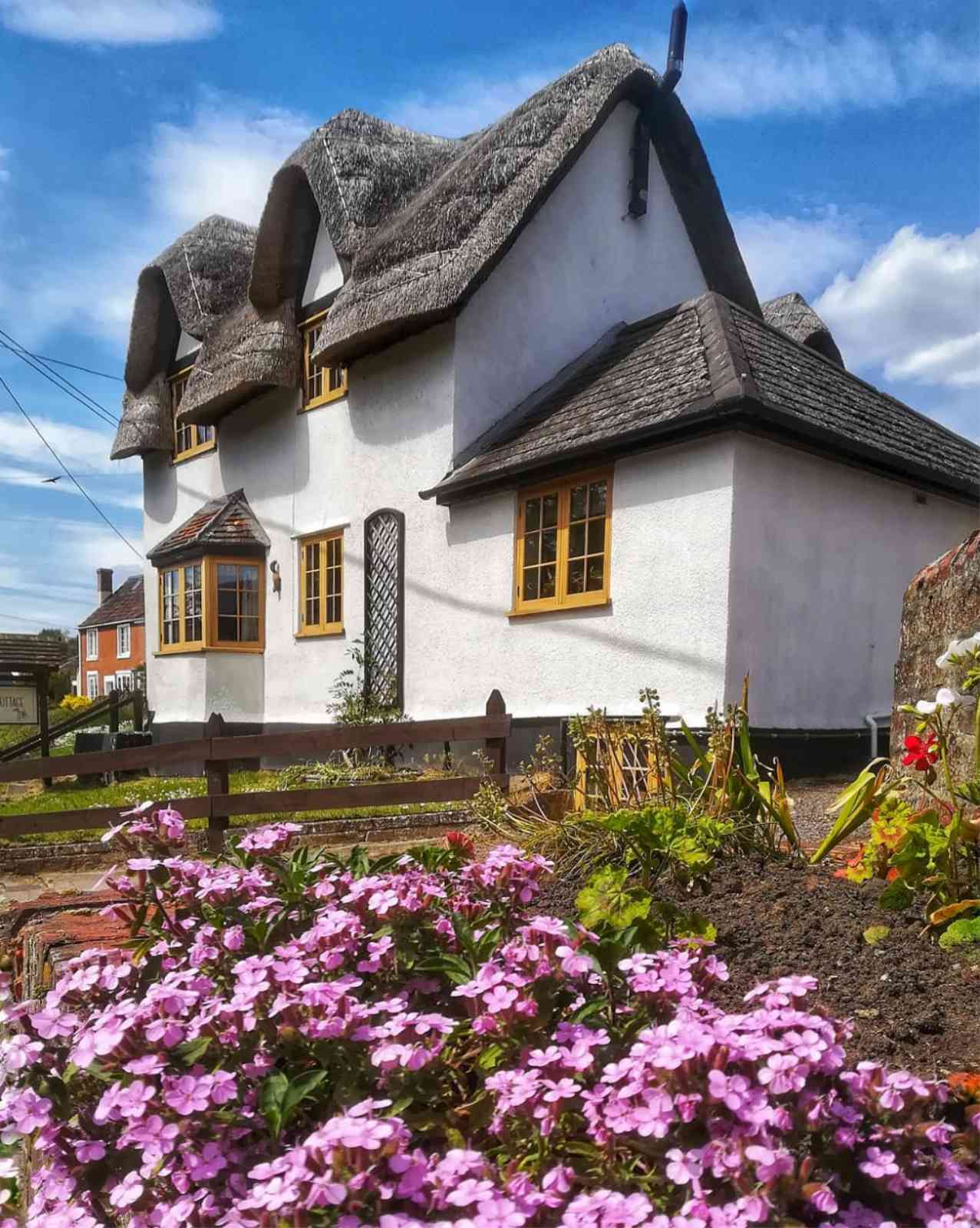 15 English Cottages That Will Make You Leave the City