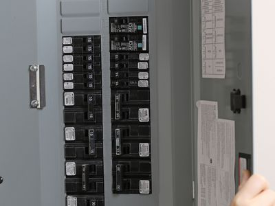 How to calculate electrical circuit load capacity heres what to do when a fuse blows greentooth Images