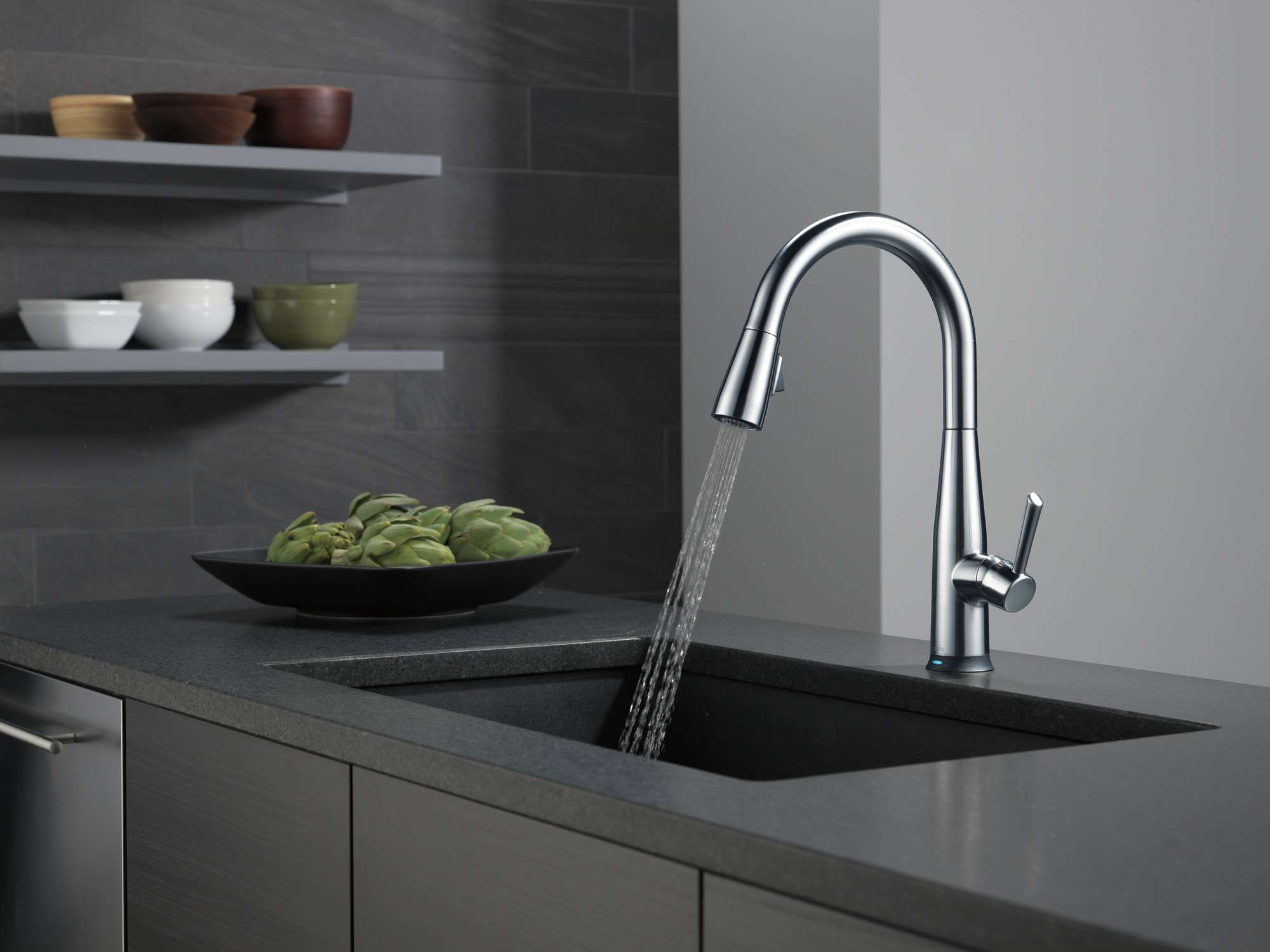 Delta Essa Single Handle Pull-Down Kitchen Faucet in Arctic Stainless 9113T-AR-DST