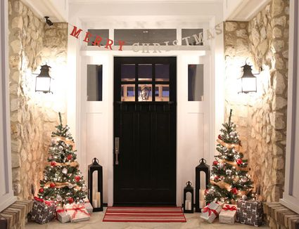 40 Best Christmas Porch Decorations