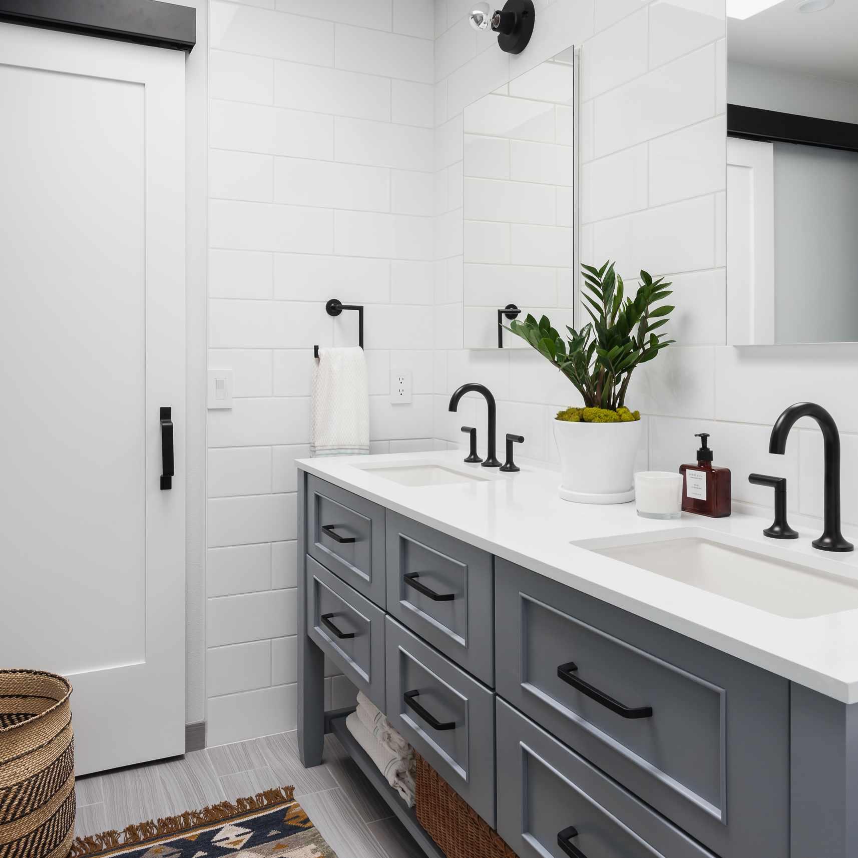 Bathroom following the 60-30-10 rule