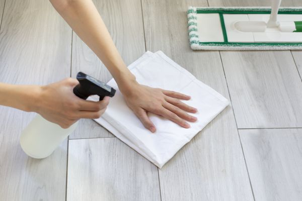 there are multiple methods for cleaning laminate foors