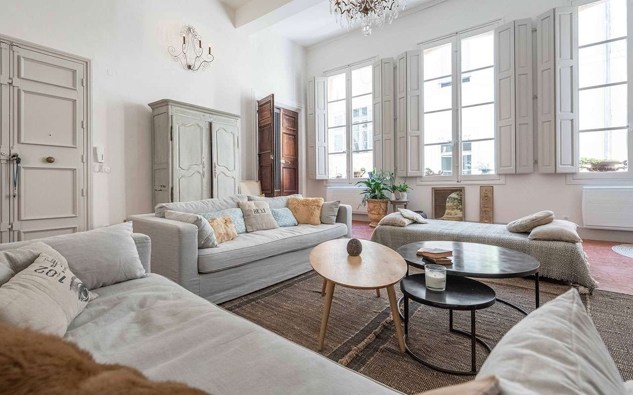 French Country Living Rooms, Cottage Style Living Room With Leather Couch