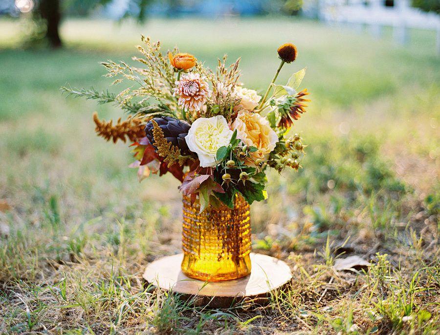 Centro de mesa de boda de otoño de mostaza rústica