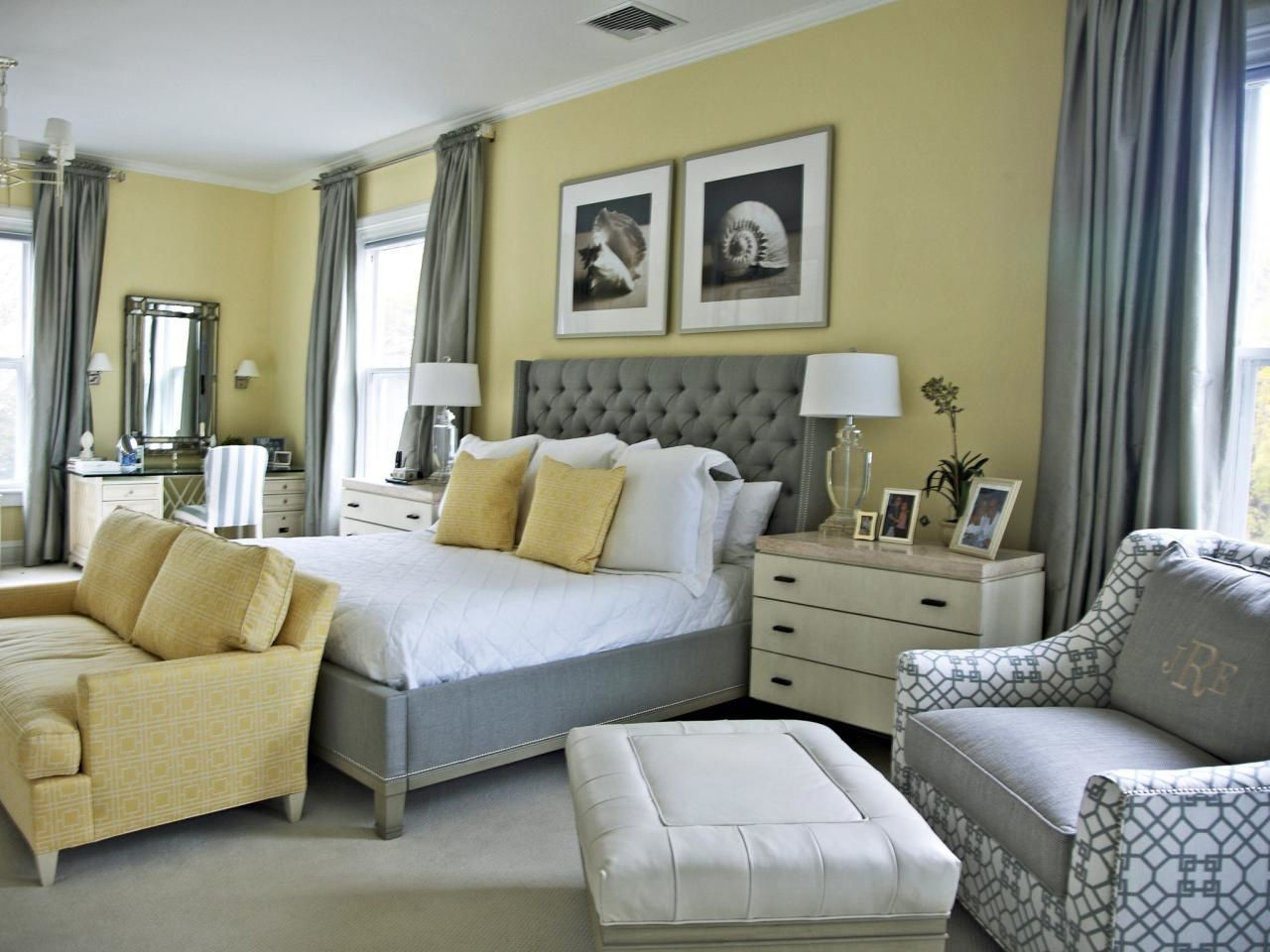 How To Decorate A Bedroom With Yellow, What Color Curtains With Mustard Yellow Walls