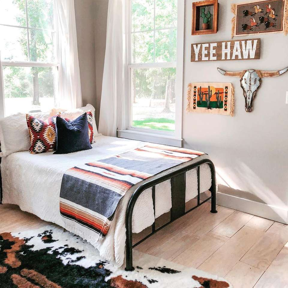 Southwestern Style Ideas for Your Home on southwest decorating rugs, southwest decorating family room, southwest decorating ceilings, southwest home bedrooms, southwest style bedrooms,