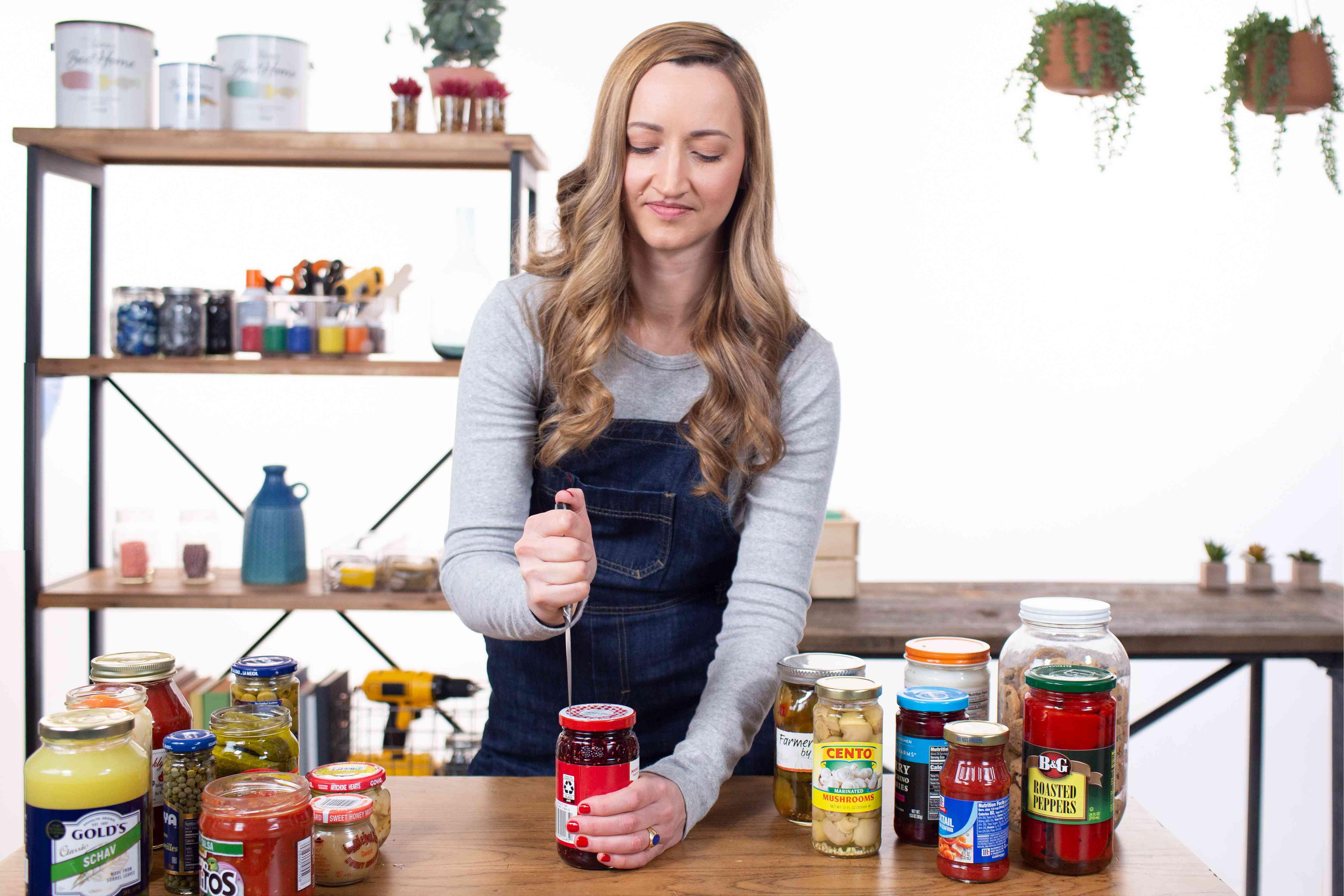 melanie using the knife method of opening jars