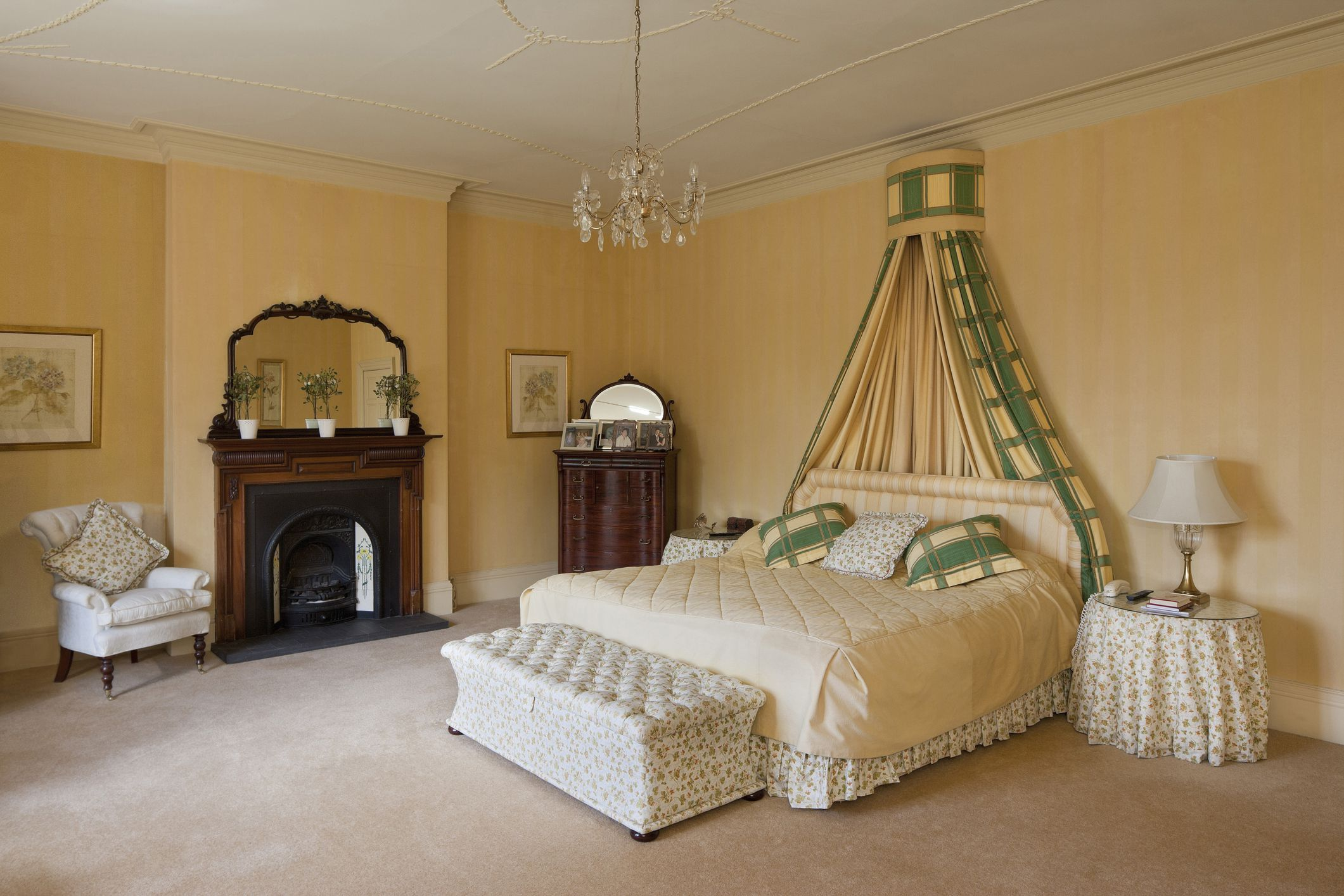 Decorate A Luxurious Victorian Bedroom On A Budget
