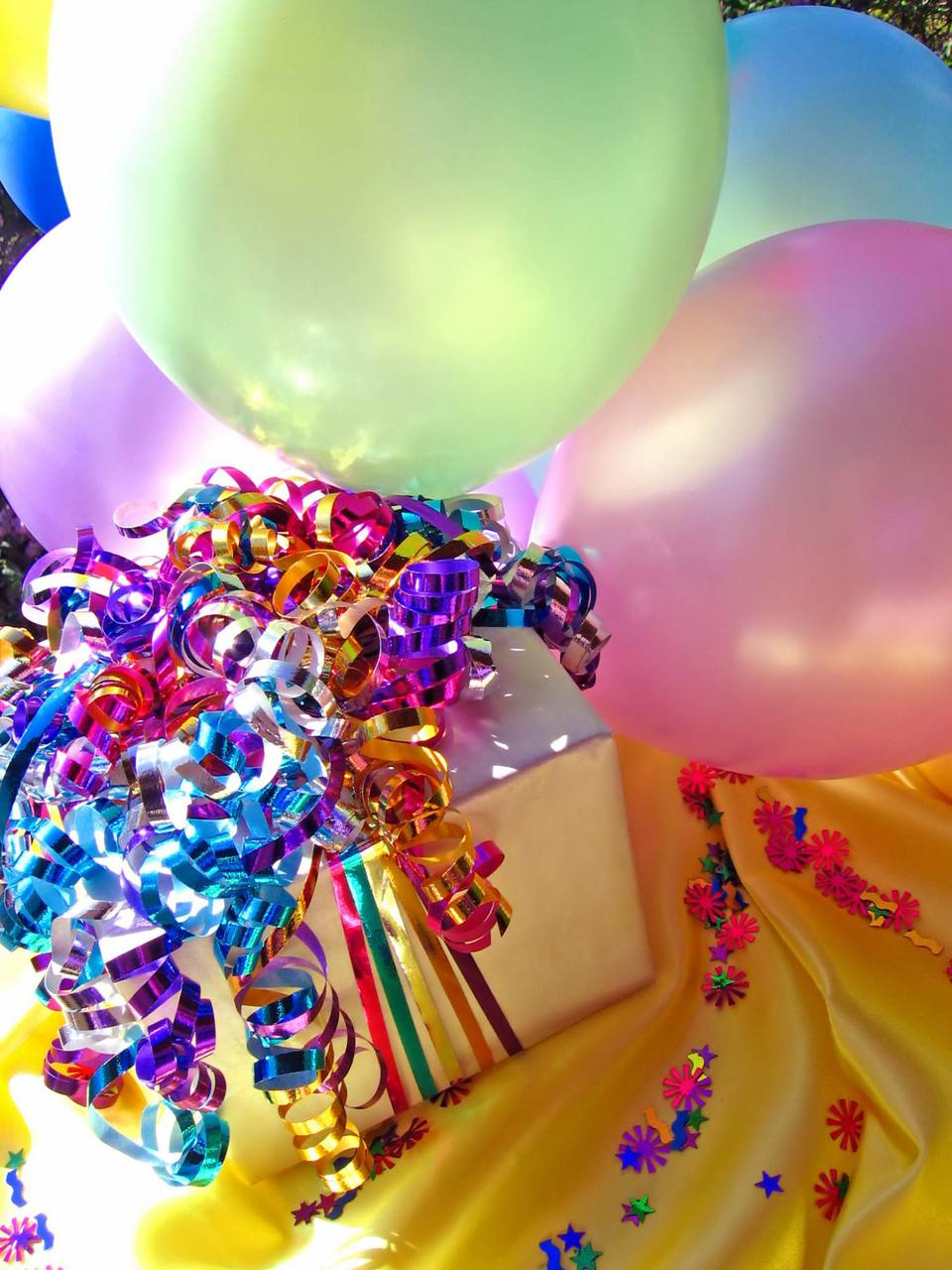 A picture of balloons and a gift
