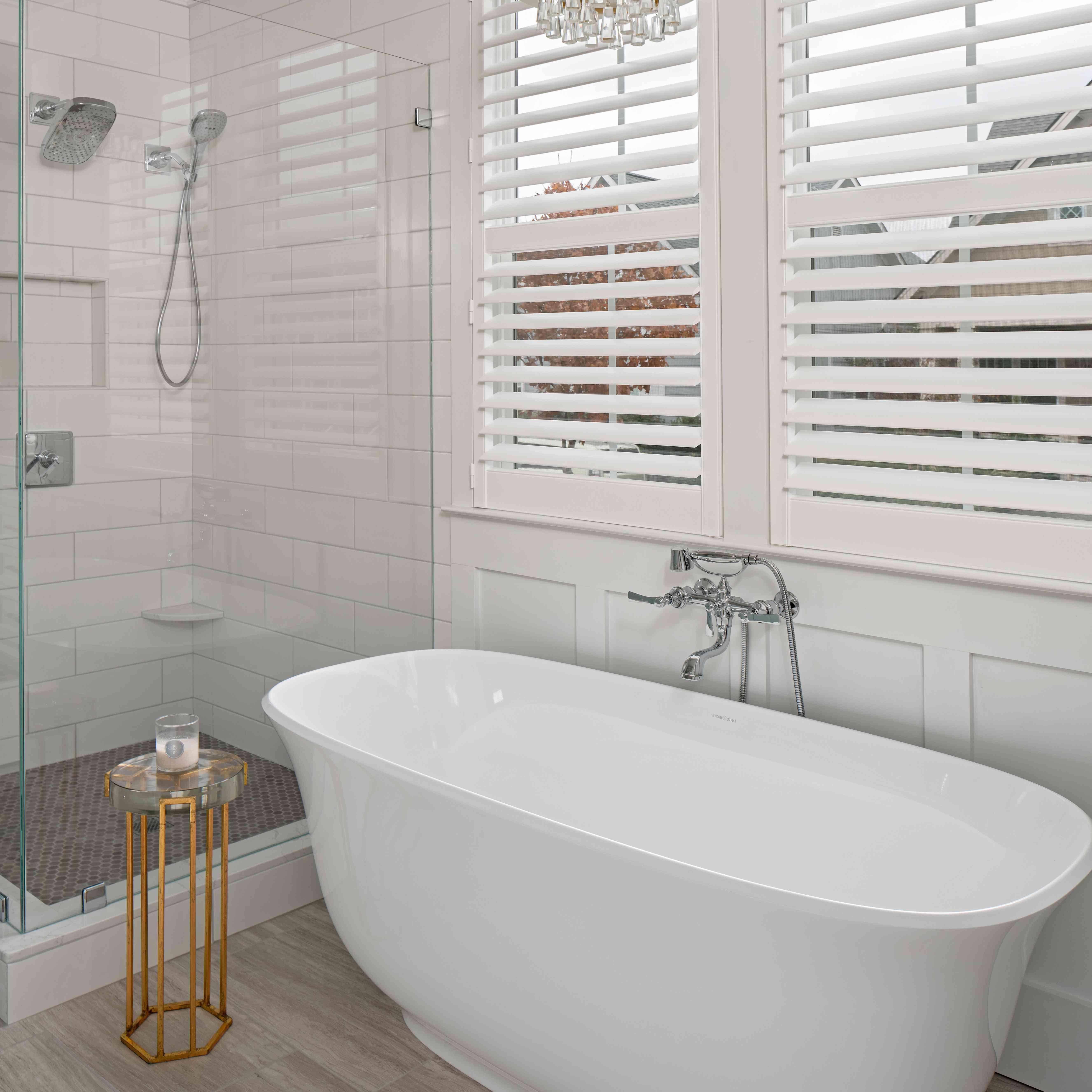 Elegant white tub with chandelier