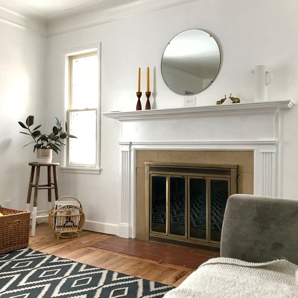 Picture of living room with fireplace