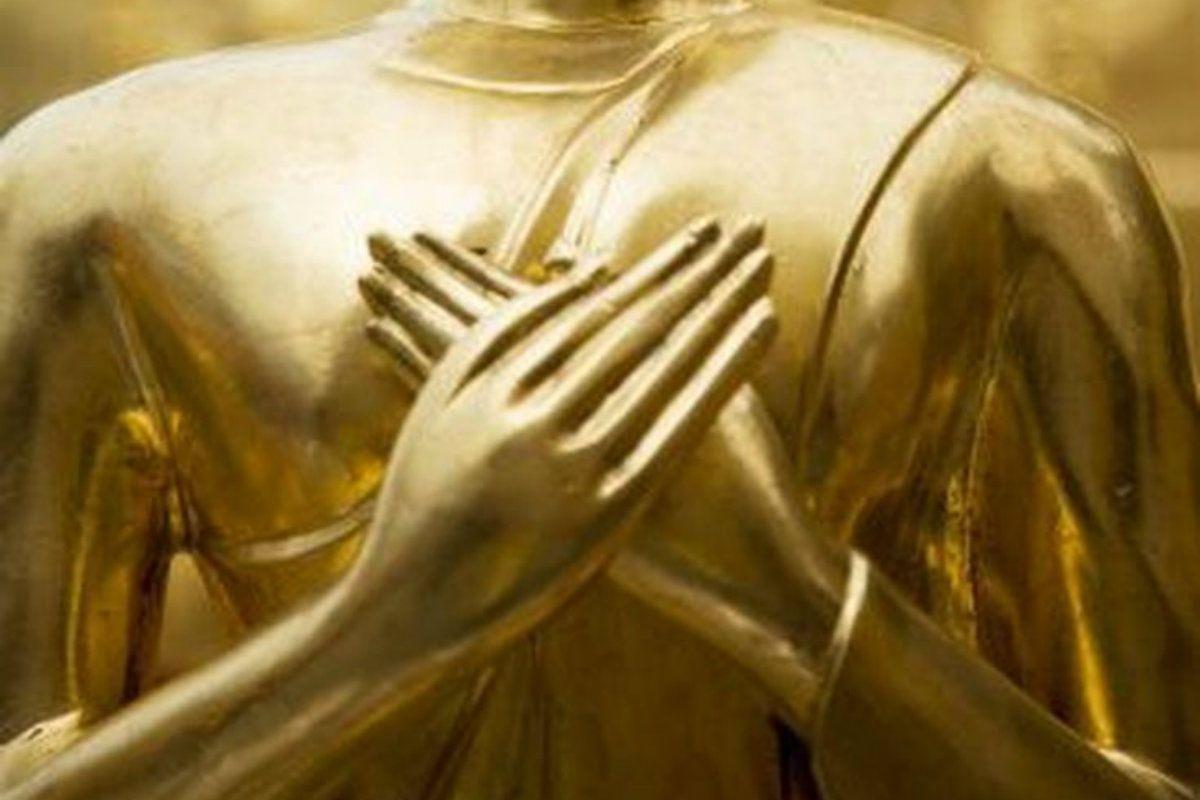 Wat Inthakin Saduemang, Chiang Mai. Detalle de una estatua de Buda. Vitarka mudra. Tailandia