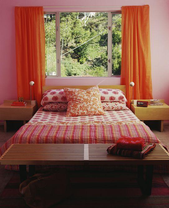 Habitación rosa y naranja