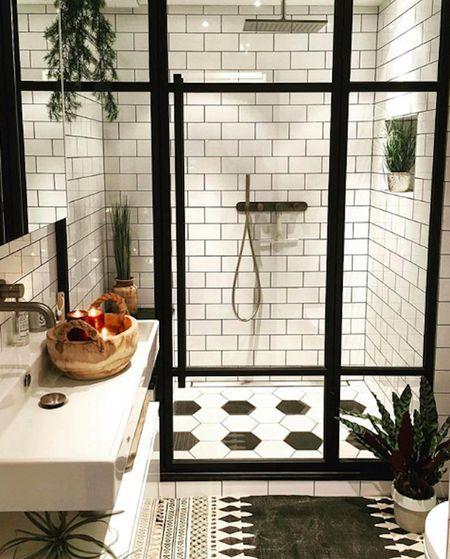 Strange 16 Stunning Tile Ideas For Small Bathrooms Interior Design Ideas Ghosoteloinfo