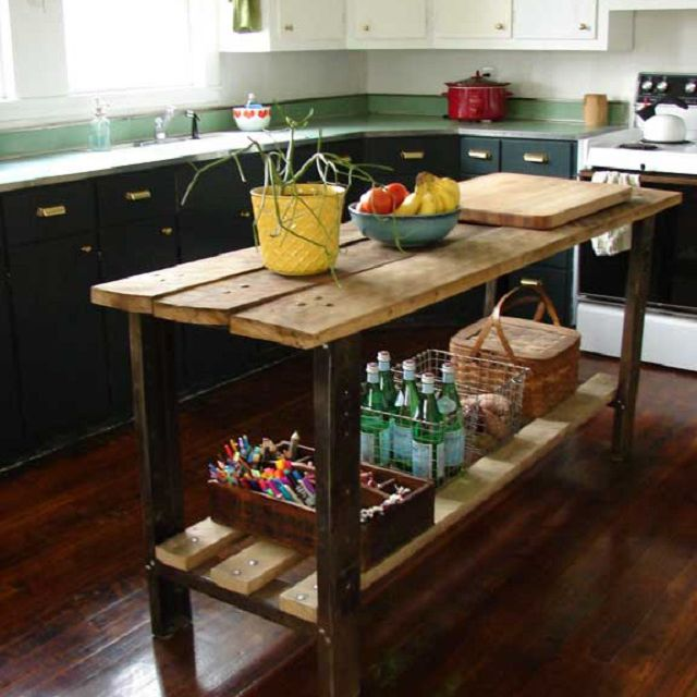 Farmhouse Kitchen's Painted Cabinets