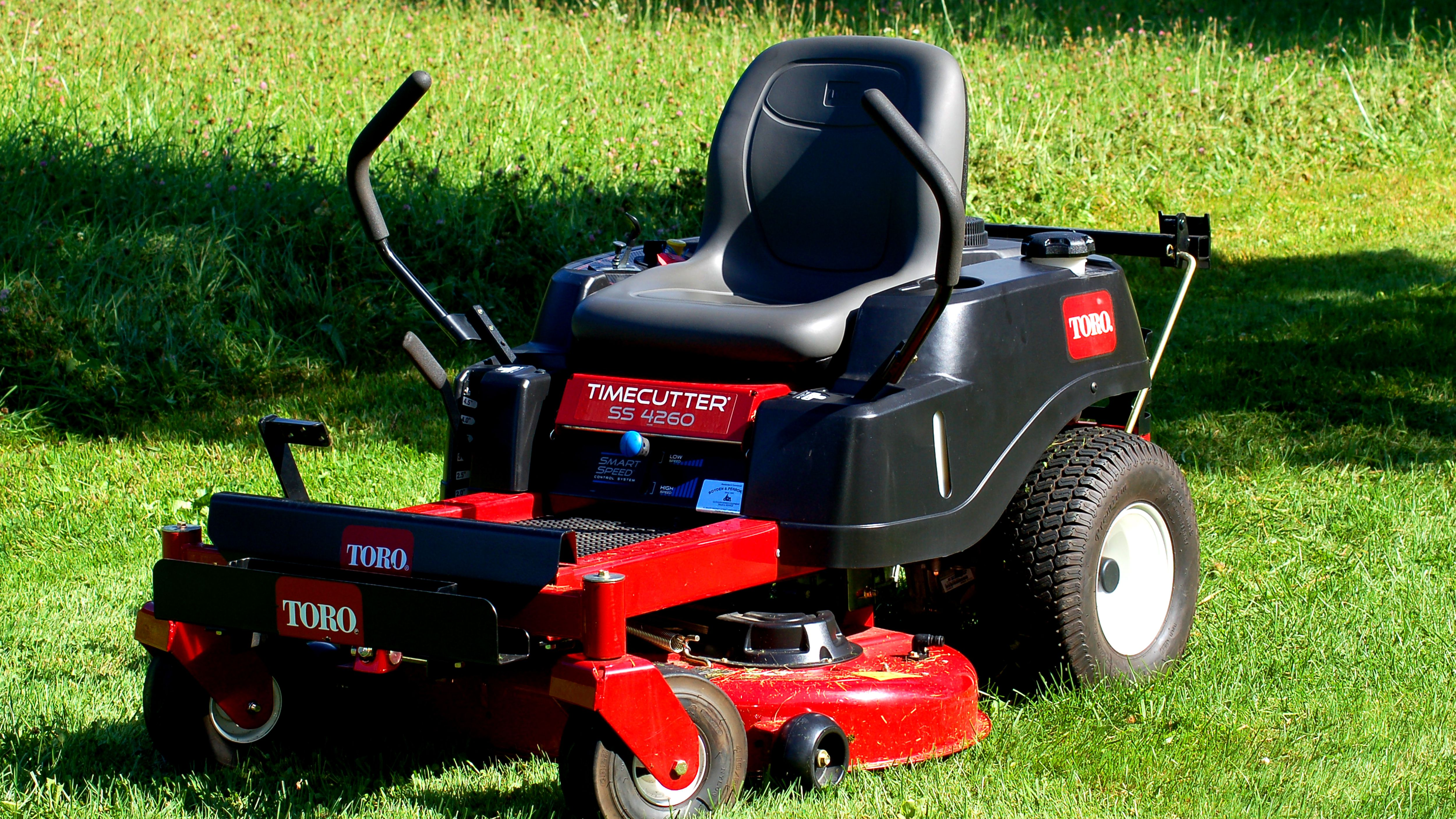 Riding Mowers vs. Lawn Tractors: What's the Difference