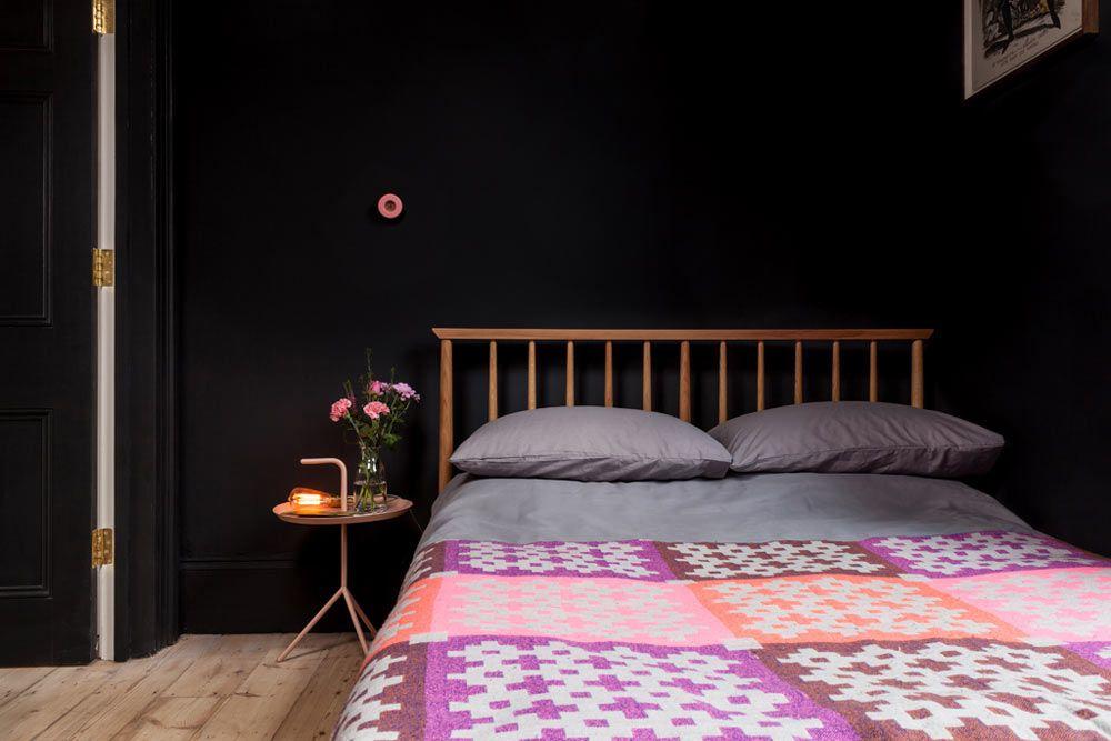 dormitorio negro colorido