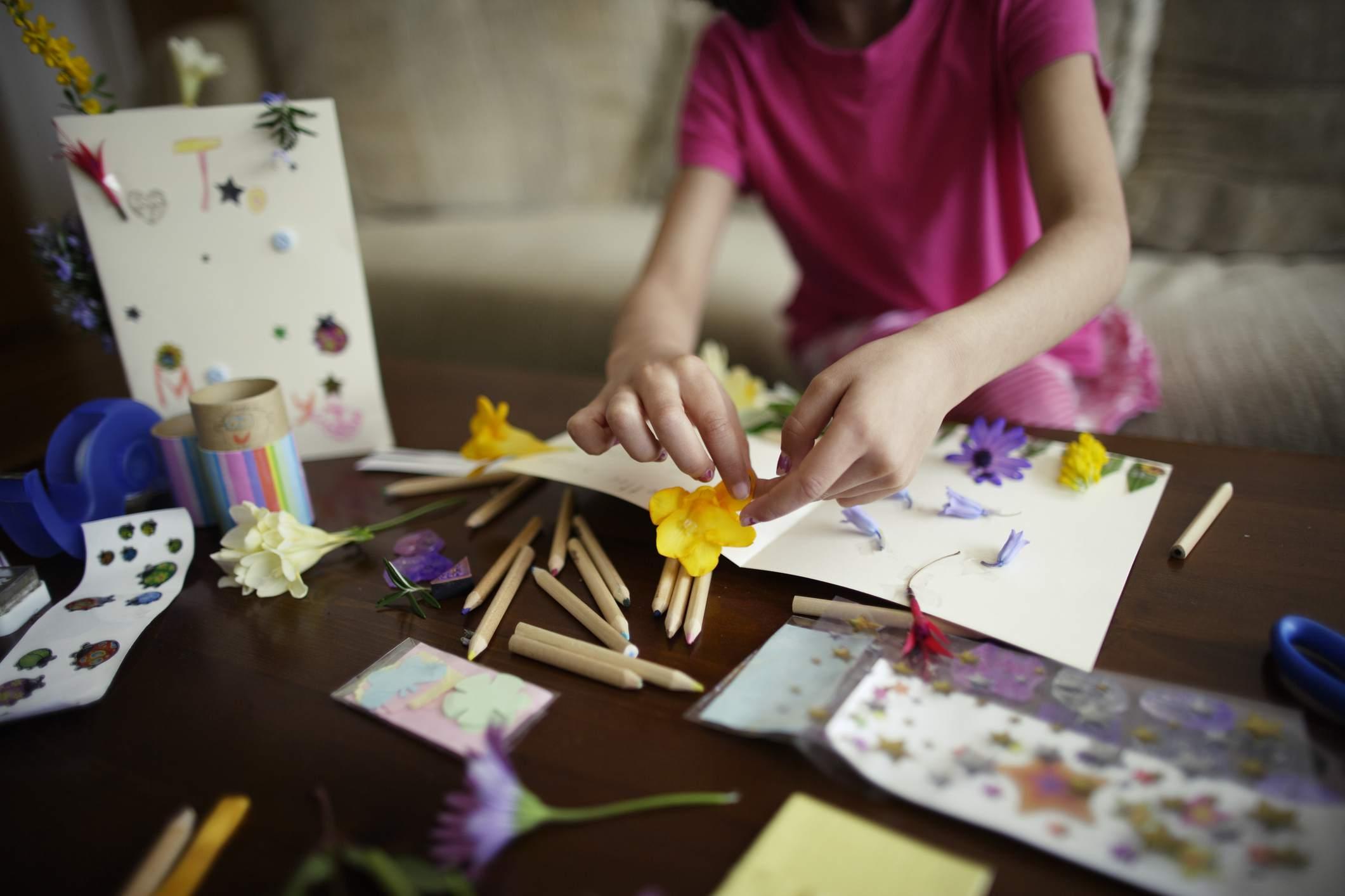 Kids making invitations