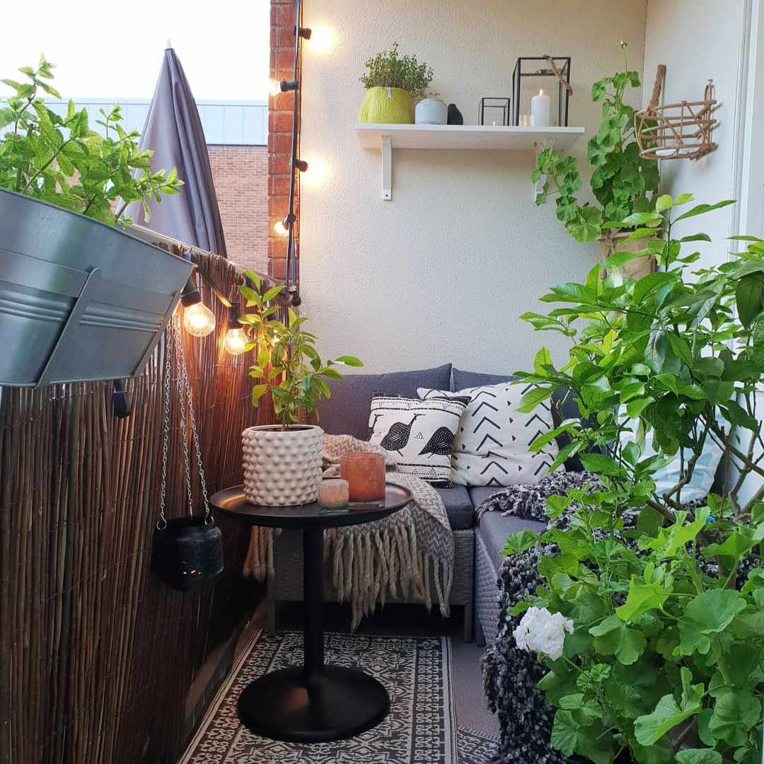 18 Ways to Make the Most of Your Tiny Apartment Balcony