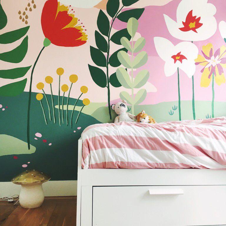 mural floral caprichoso en vivero colorido