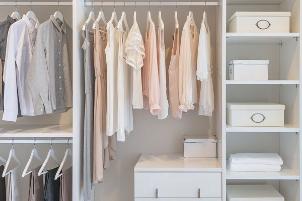 small closet that maximizes space