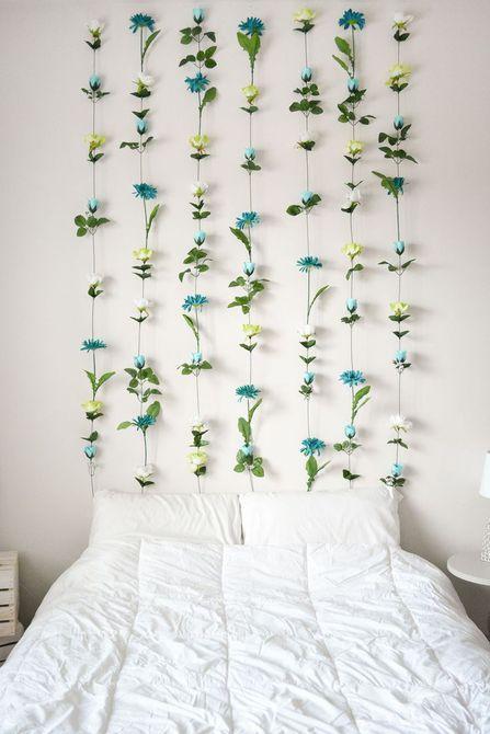 Decoración de pared con guirnalda de flores de imitación