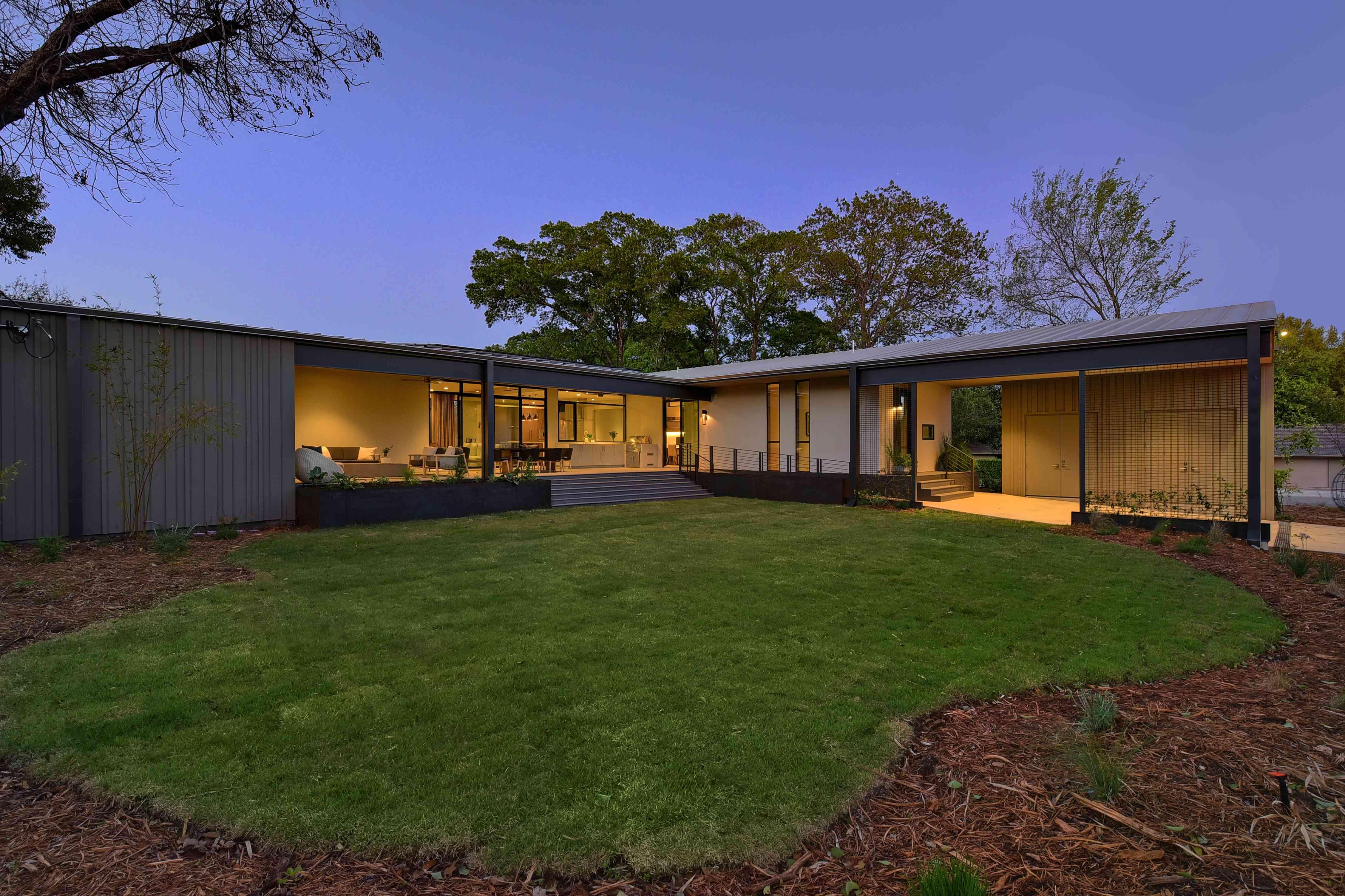 The WELL home of designer Laura Britt, in Austin, TX for Designer Digs