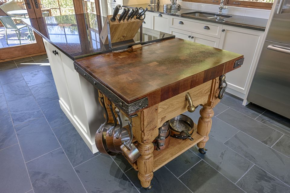 Kitchen Island Guide for Space, Storage, and Cooktops