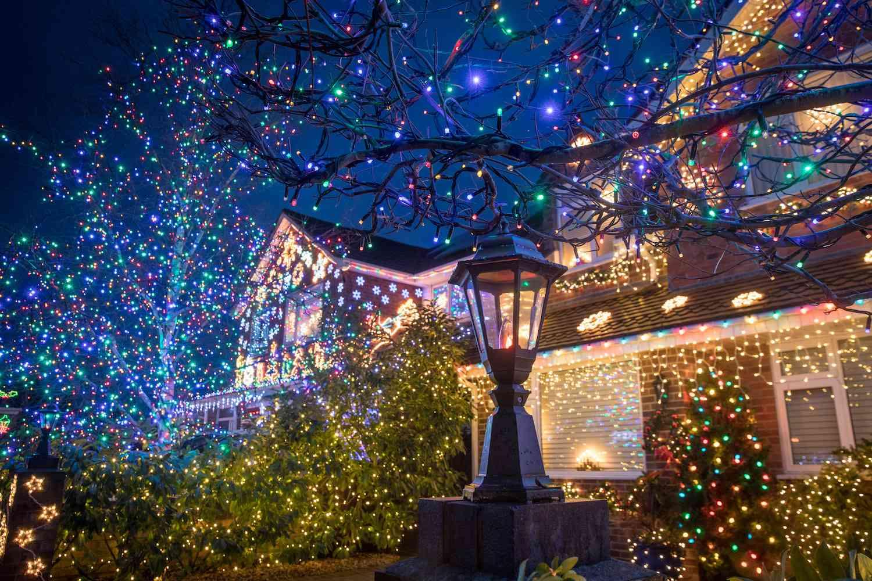 How To Hang Outdoor Christmas Lights