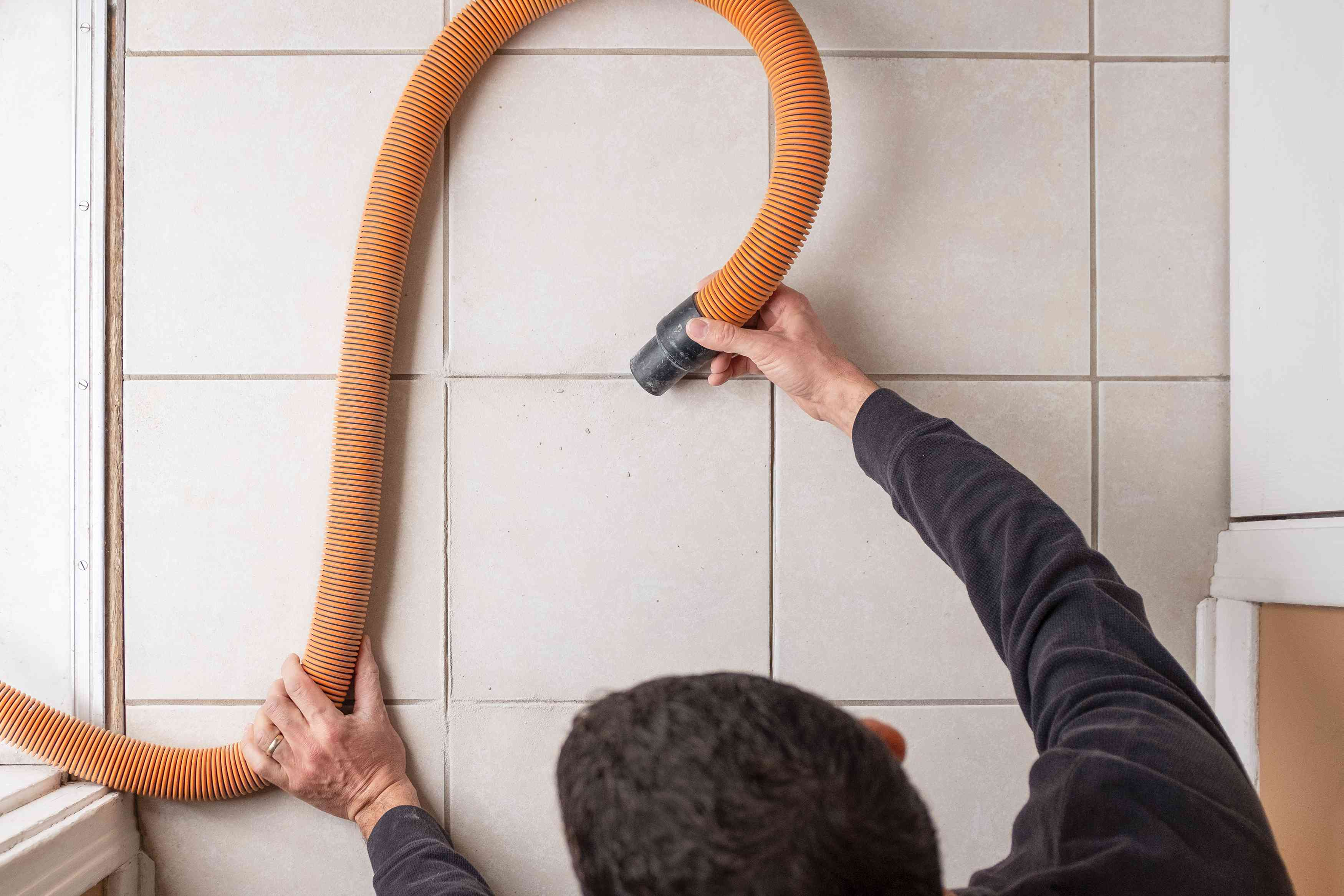 Vacuum tile grout joints