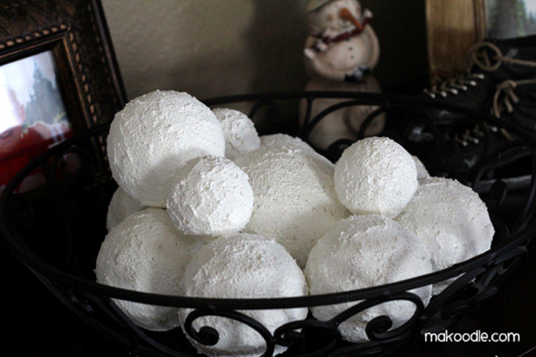 DIY decorative snowballs