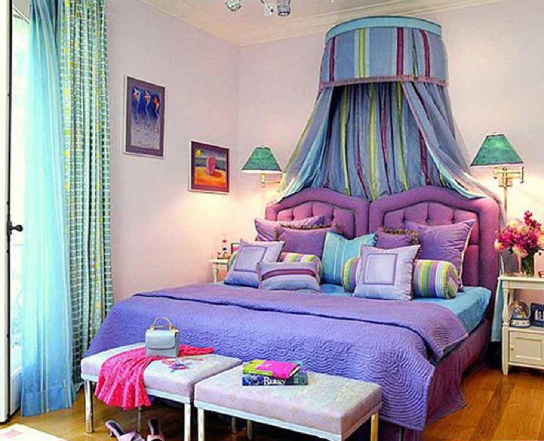 Habitación romántica morada, azul y verde