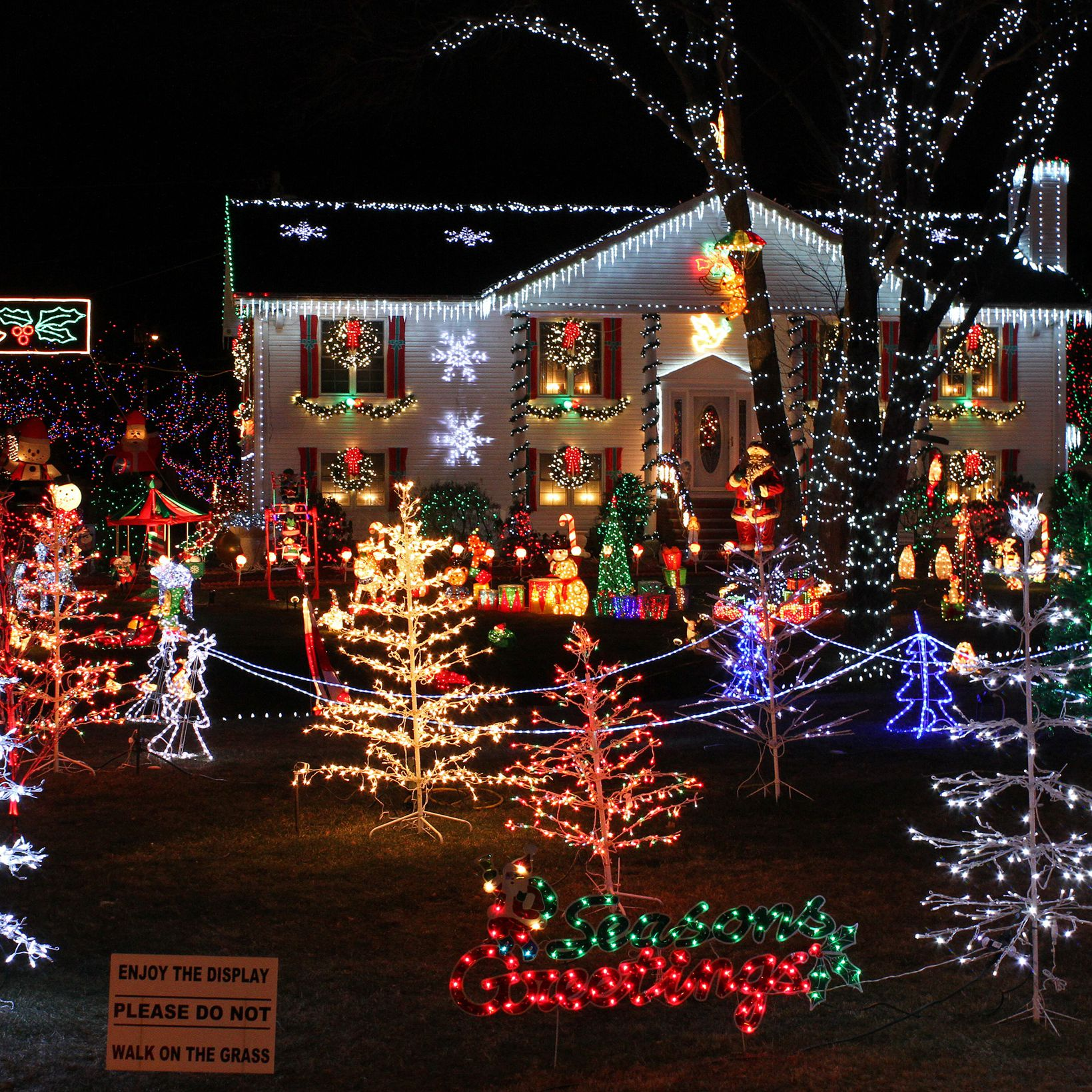 How Much Electricity Do Christmas Lights Use.How To Avoid Overloaded Circuits With Christmas Lights