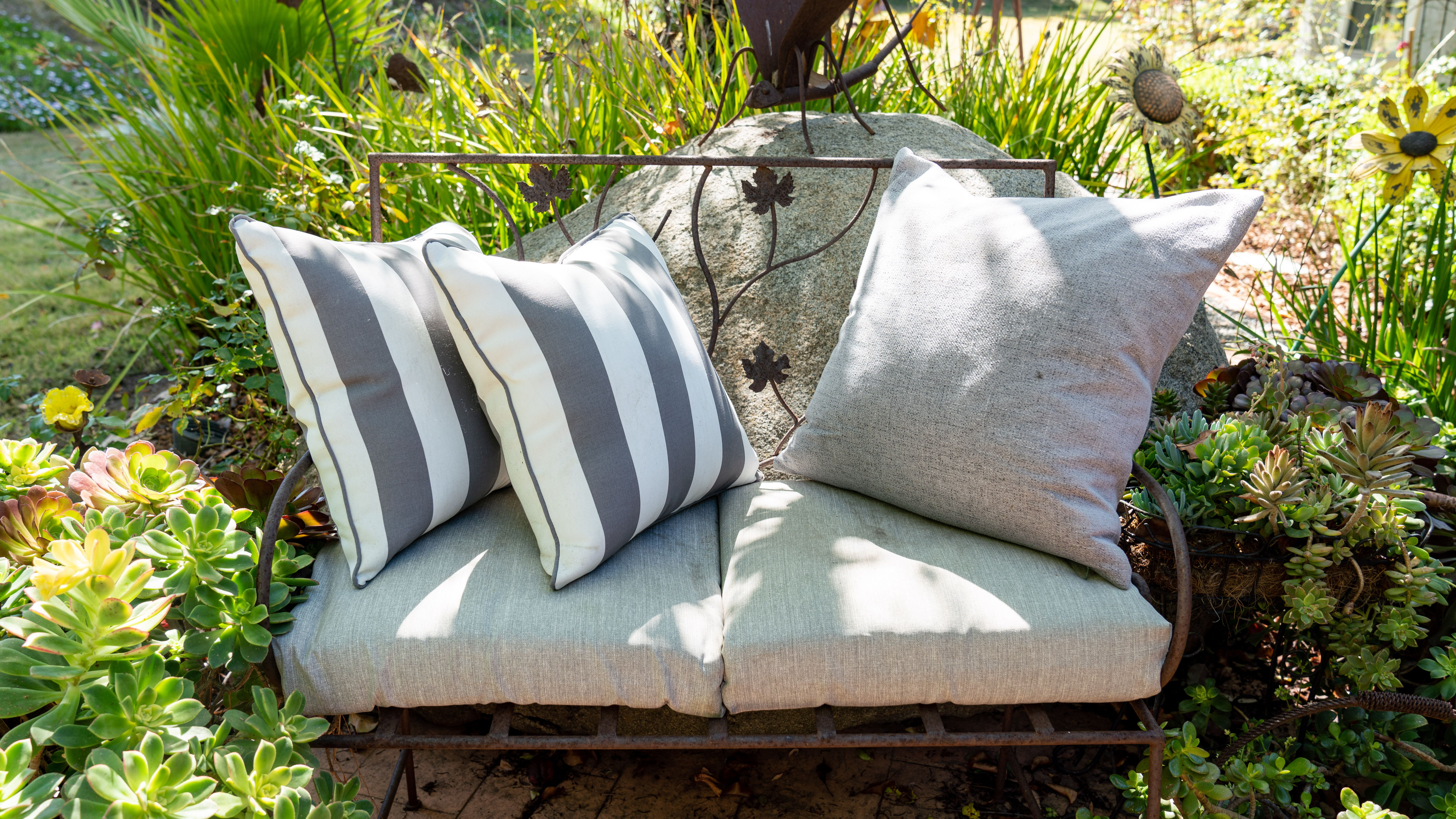 Clean Outdoor Cushions And Fabric Furniture, Can Outdoor Seat Cushions Get Wet