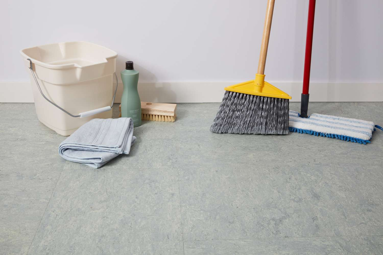 Supplies to clean linoleum floors