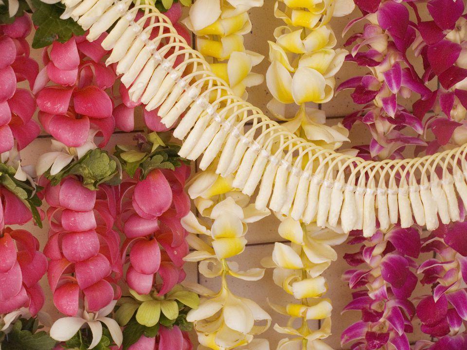 colgantes florales leis