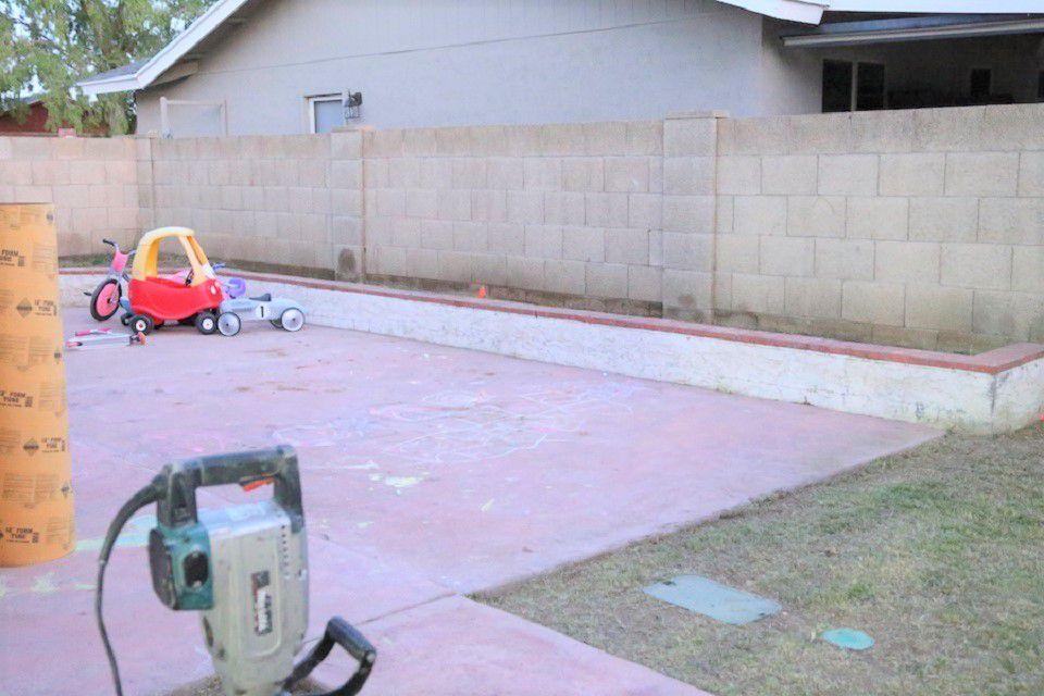 Backyard Brick Wall Makeover - Antes