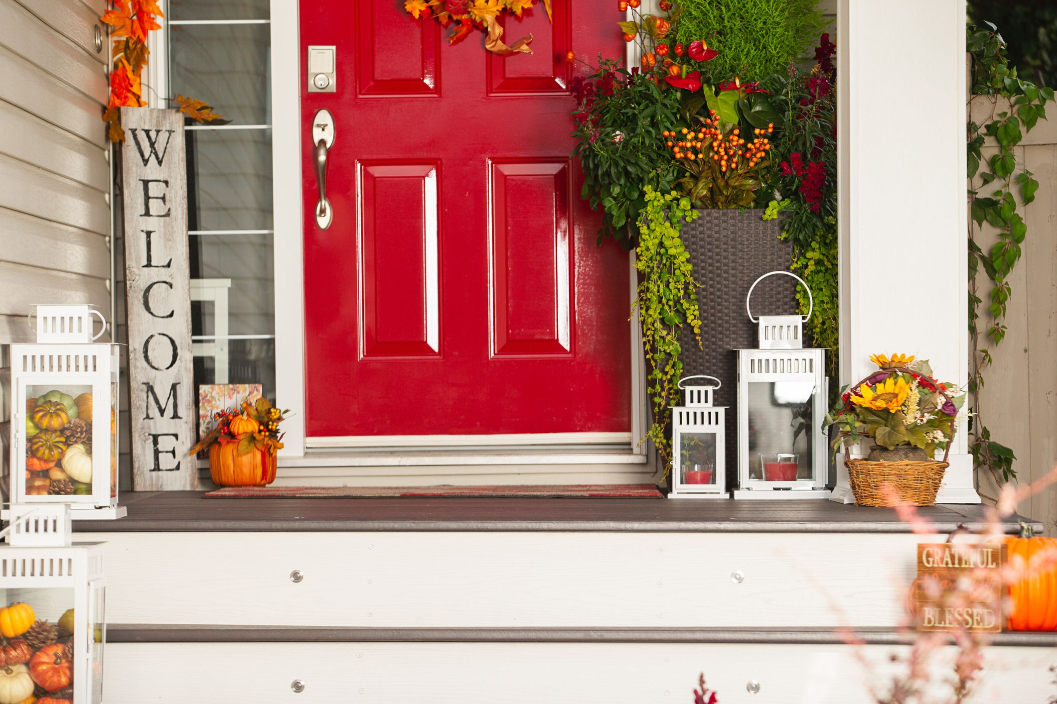 Cute Fall Front Porch Decorating Ideas
