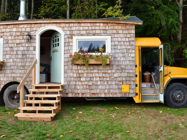skoolie house