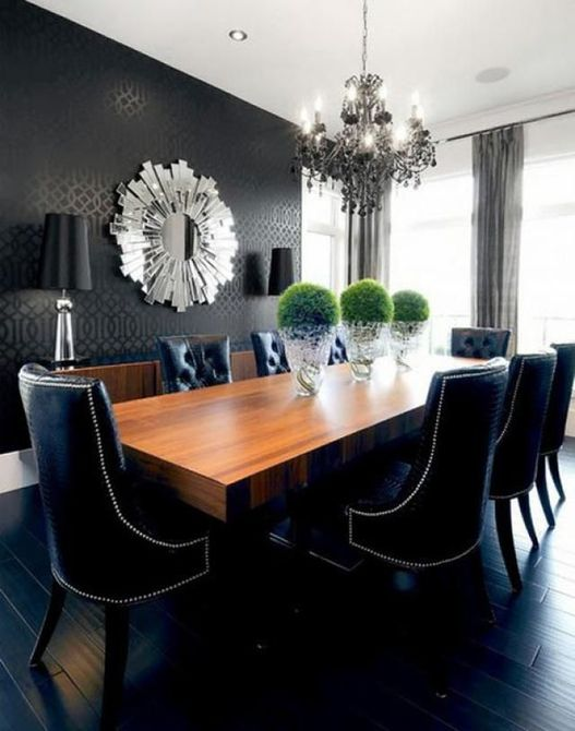 Comedor de papel tapiz negro con lámpara de araña negra
