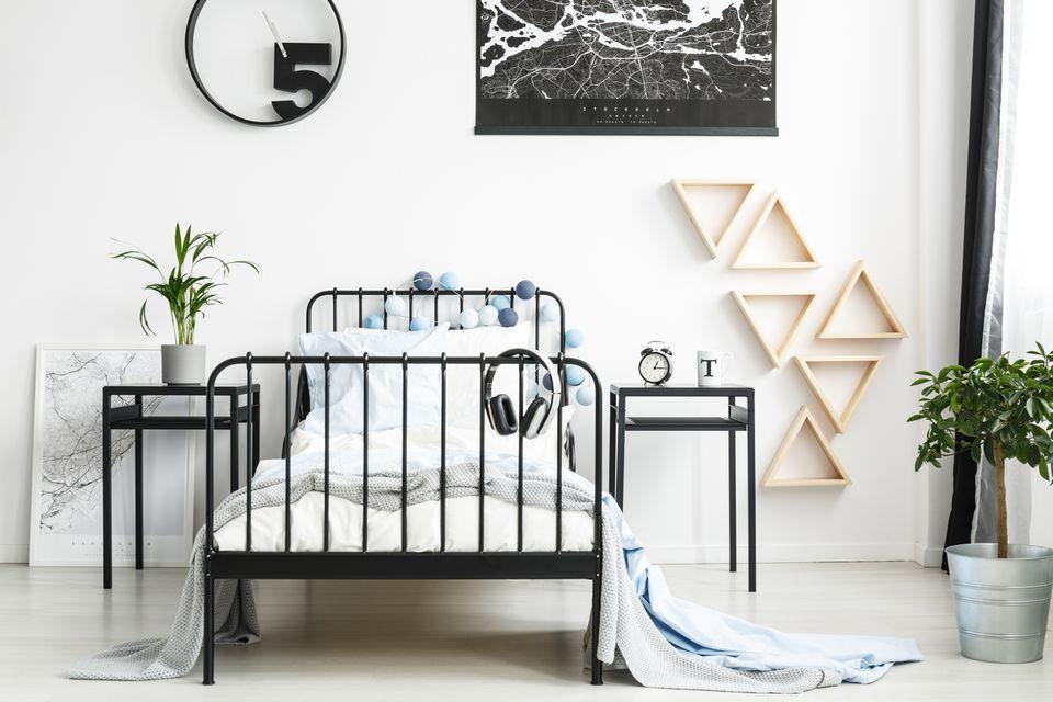 Teenager's bedroom wit triangles